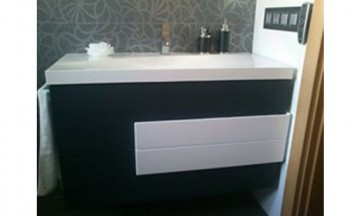Reforma mueble de baño de color gris antracita