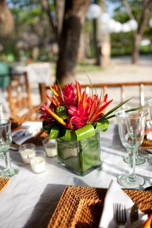 22e0c8ba74ab98779067eea14939efb4--tropical-wedding-centerpieces-tropical-flower-arrangements